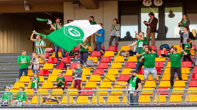 """""""Mettas"""" fani """"Daugavas"""" stadionā. Foto: Raitis Supe"""