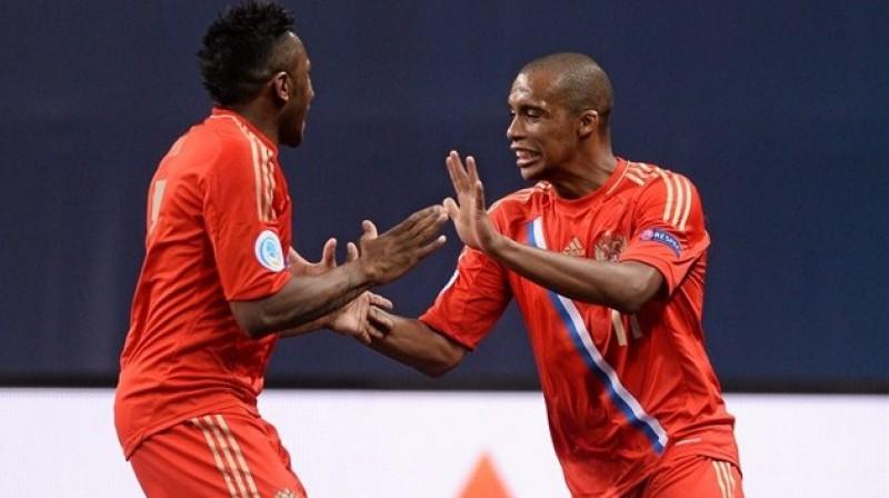 Krievijas izlases naturalizētās zvaigznes Pula un Sirilu 2014. gada Eiropas čempionātā. Foto: Sportsfile, UEFA.com
