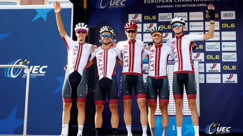 No kreisās: Toms Skujiņš, Emīls Liepiņš, Aleksejs Saramotins, Māris Bogdanovičs un Krists Neilands. Foto: UEC