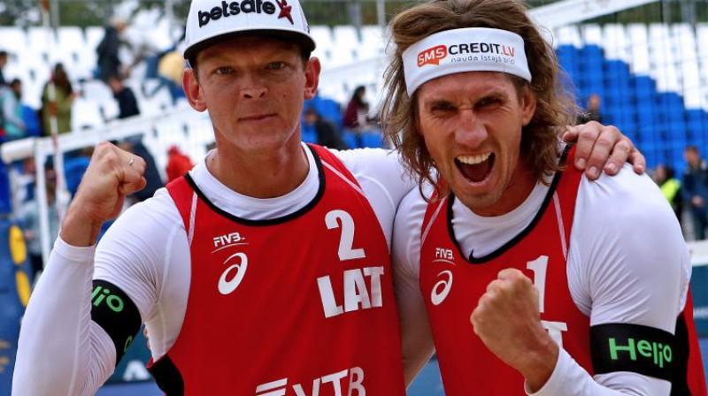 Jānis Šmēdiņš un Aleksandrs Samoilovs. Foto: FIVB