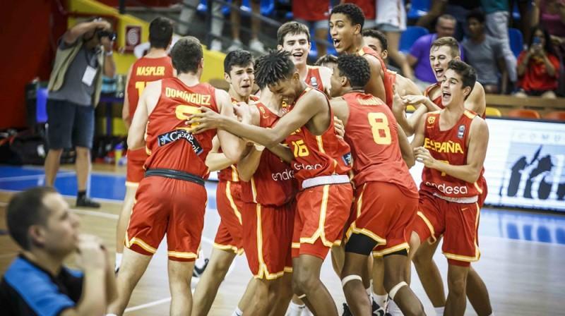 Spānijas U16 izlases basketbolistu prieki. Foto: FIBA