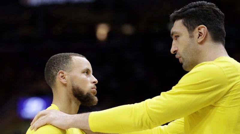 Stefens Karijs un Zaza Pačulija. Foto: AP / Scanpix