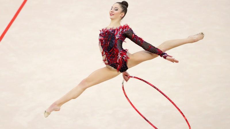 Latvijas mākslas vingrotāja Jeļizaveta Polstjanaja uzstājas pasaules čempionāta sacensībās ar apli. Foto: EPA/Scanpix