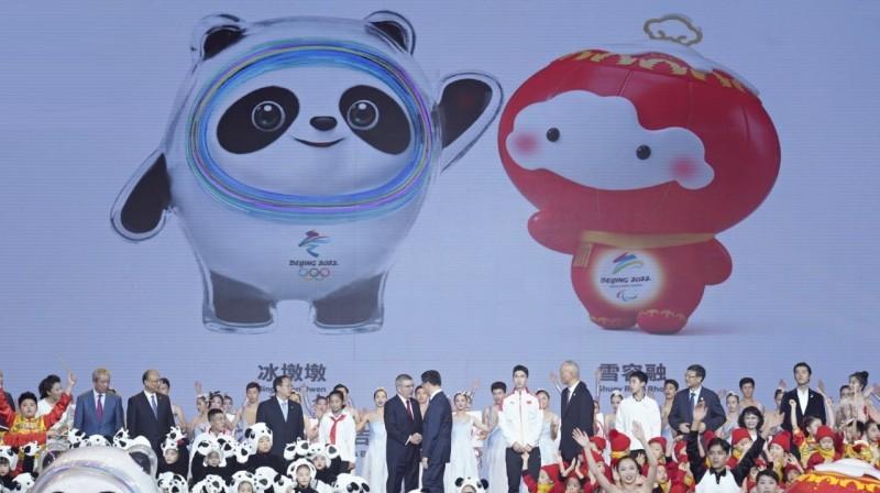2022. gada ziemas spēļu talismanu prezentācija. Foto: IOC Media