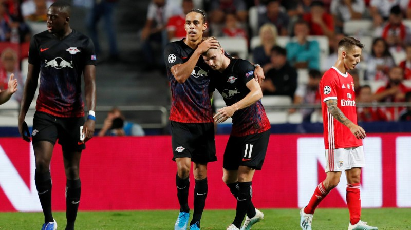 "Leipcigas ""RasenBallsport"" futbolisti svin Timo Vernera vārtu guvumu. Foto: Rafael Marchante/Reuters/Scanpix"