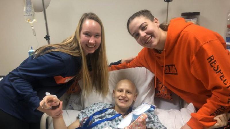 Digna Strautmane un Emilija Engstlere 7. novembrī apciemoja Tianu Mangakahiju pēc ķīmijterapijas kursa beigām. Foto: Syracuse
