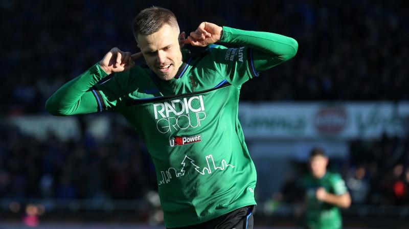 Josips Iličičs izcēlās ar diviem vārtiem un rezultatīvu piespēli. Foto: Sportimage/PA Images/Scanpix