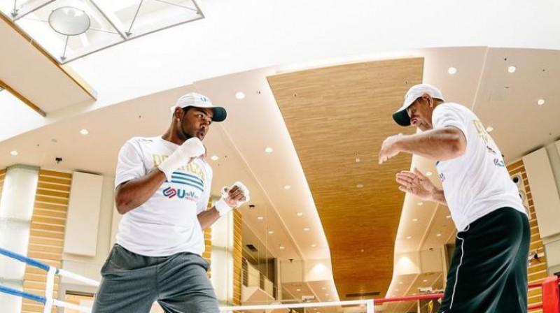 Juniers Dortikoss un Pedro Roke atklātajā treniņā Rīgā pirms WBSS pusfināla. Foto: WBSS