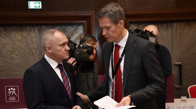 LBS padomes loceklis Valdis Voins un LBS ģenerālsekretārs Edgars Šneps. Foto: Romāns Kokšarovs, f64