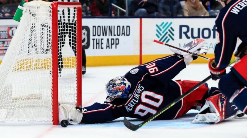 Elvis Merzļikins darbībā. Foto: USA Today Sports/Scanpix