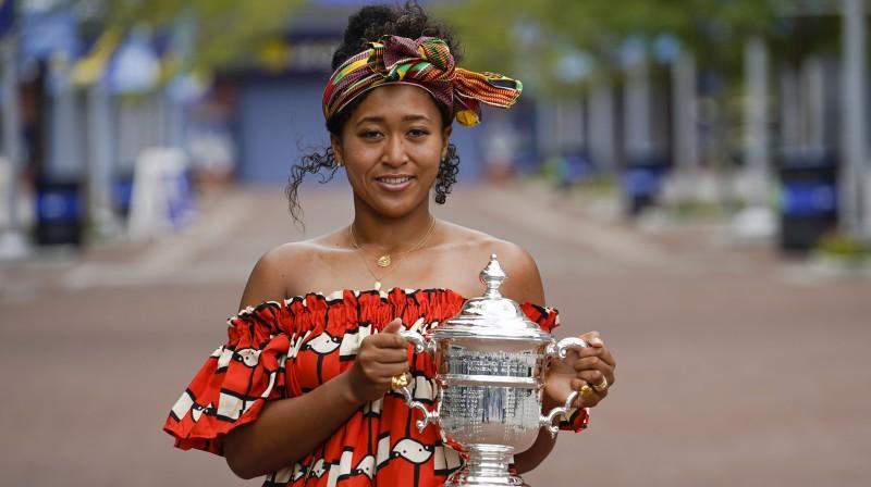 "Naomi Osaka ar ""US Open"" trofeju. Foto: AP/Scanpix"