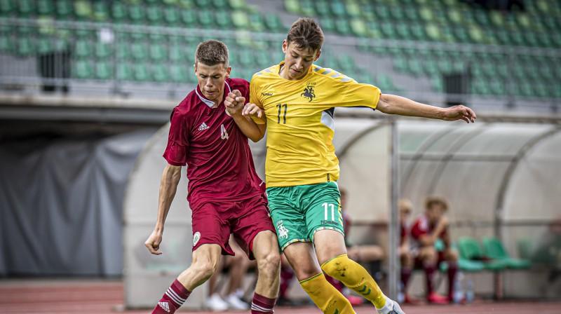 Epizode no Latvijas un Lietuvas U17 izlašu spēles Baltijas kausā. Foto: LFF