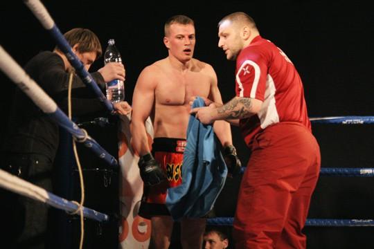 Nozīmēta cīņa starp MMA smagsvariem Mežijevu un Zaueru