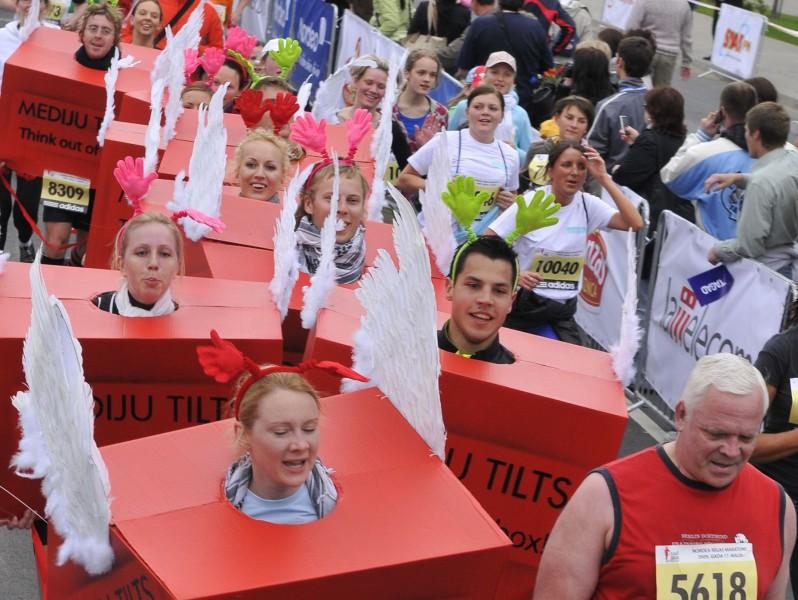 """Uzņēmumiem - """"Biznesa klases"""" stafete Rīgas maratonā"""