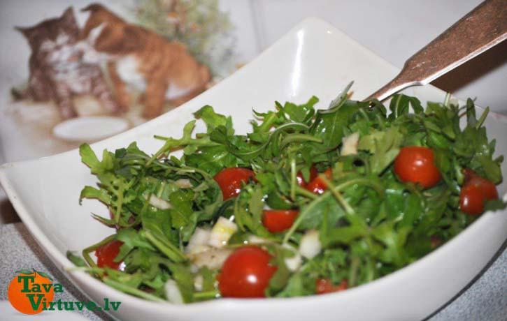 Svaigie rukolas un tomātu salāti