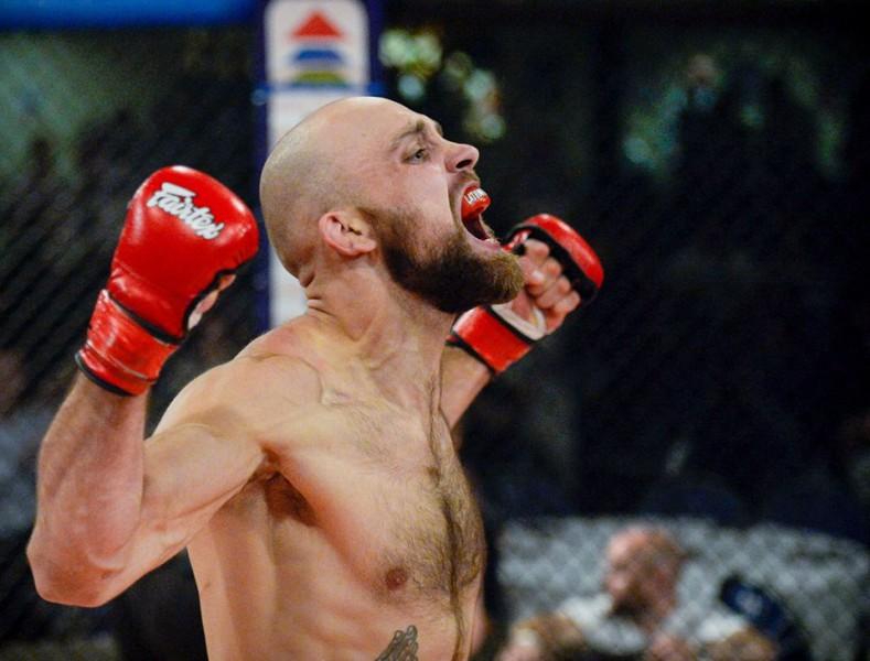 Latvijas vadošais amatieru MMA cīkstonis Madars Bertholds debitēs profos