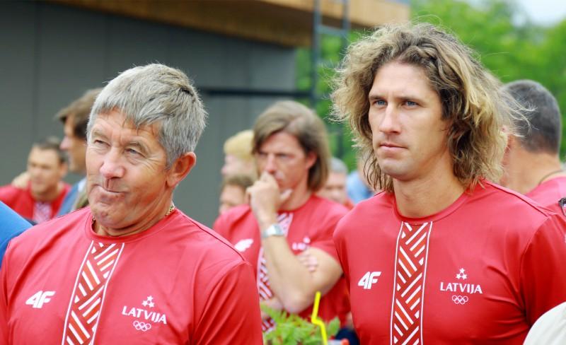"""Treneris par Samoilovu un Šmēdiņu: """"Nedomāju, ka ir noguruši vai veci"""""""