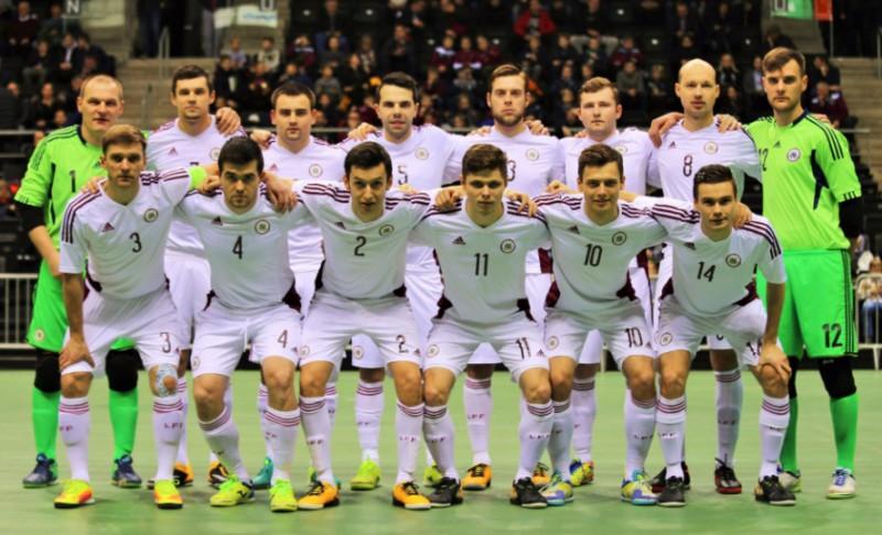 Telpu futbola izlase neizmanto momentus, zaudē Lietuvai un nenosargā kausu