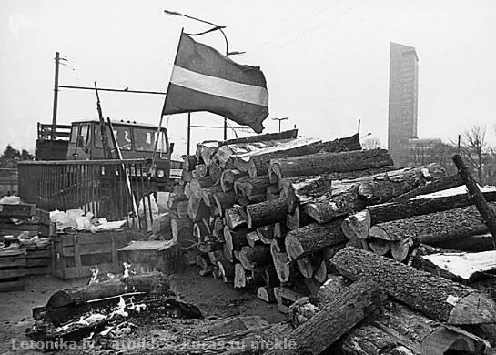 """Aicina apmeklēt 1991. gada barikāžu atcerei veltītus pasākumus un koncertu """"Gaisma nākamībai"""" Rīgas Domā"""