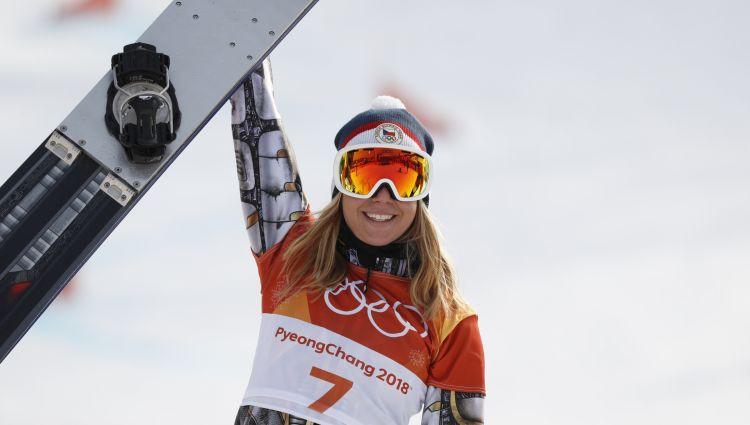 Kalnu slēpošanas sensācija Ledecka triumfē arī snovborda milzu slalomā