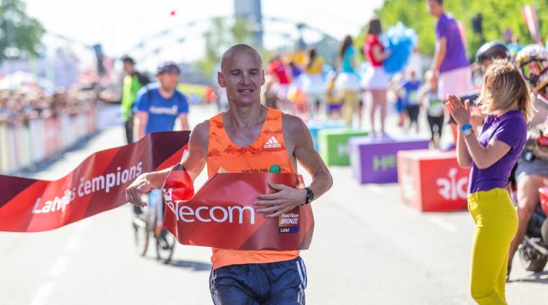 Žolnerovičam pietrūka zaķa, Prokopčuka laimīga par finišēšanu pusmaratonā