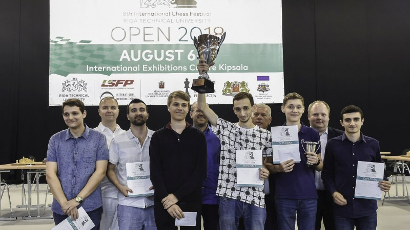 "Armēnis Hovhanisjans uzvar šaha festivālā ""RTU Open"""