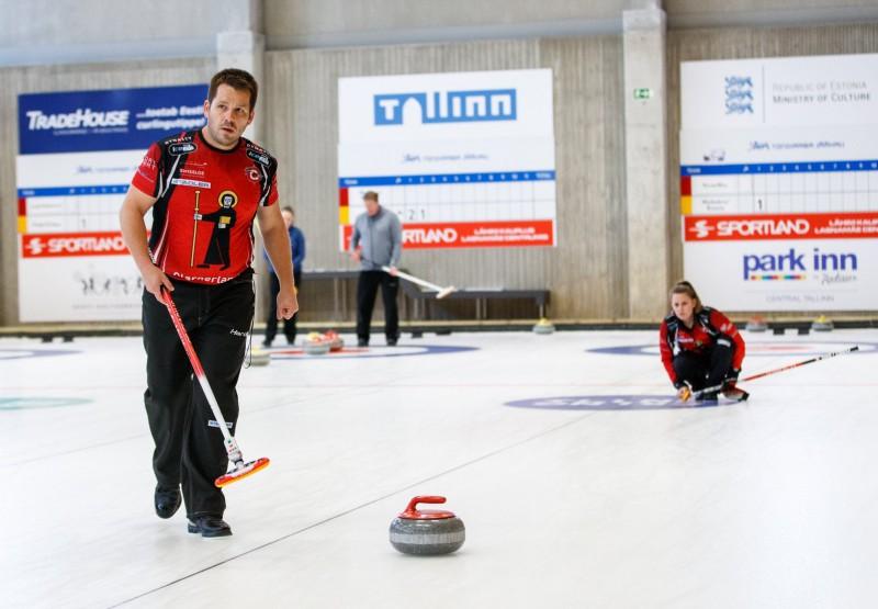 Jaukto pāru kērlinga turnīra titulu Igaunijā izcīna olimpiskie vicečempioni
