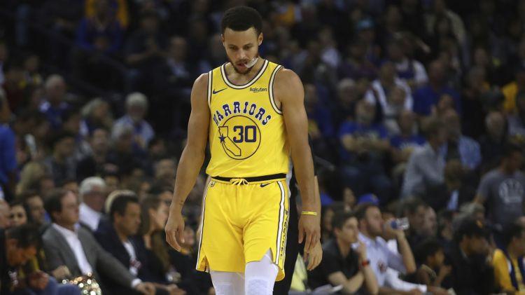 """Karijam trauma """"Warriors"""" sakāvē, Hjūstonai sezonas mazākais punktu skaits NBA"""