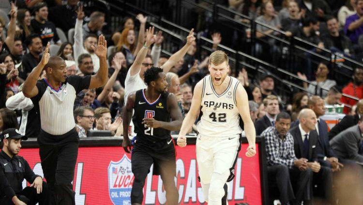 """Bertāns atgriežas sastāvā un palīdz """"Spurs"""" sagraut """"Clippers"""""""