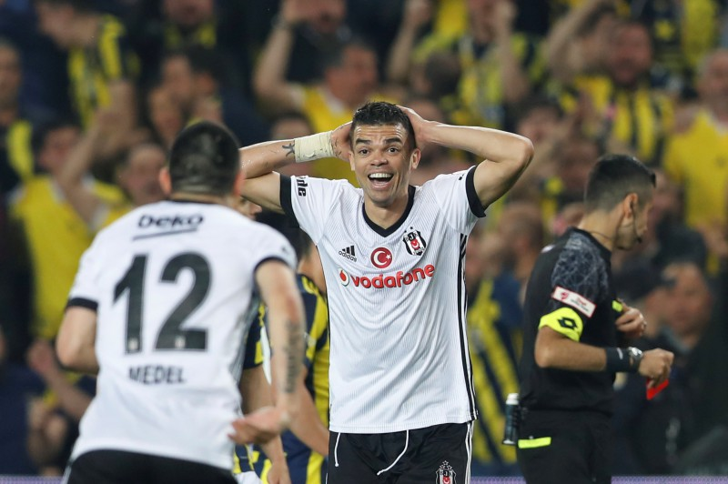 """Pepe pēc 12 gadiem atgriežas """"Porto"""", """"Barcelona"""" iegūst talantīgu francūžu aizsargu"""