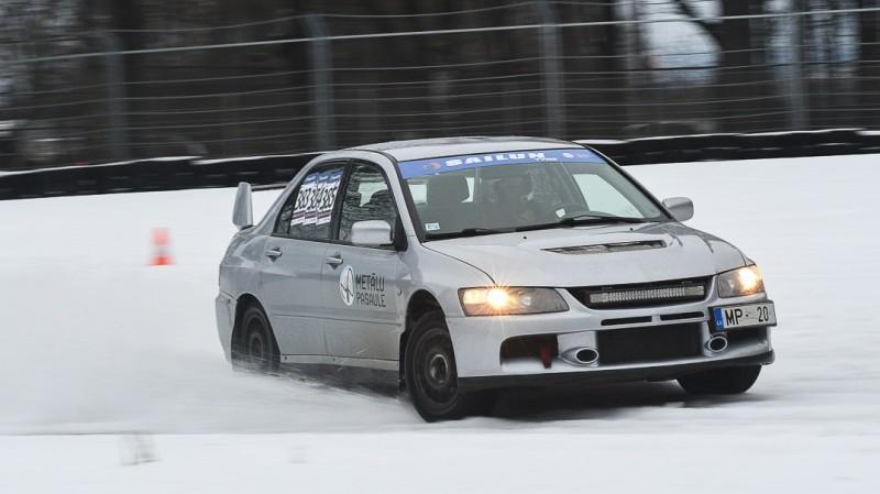 Sniegotajā Rīgas Ziemas kausā uzvaras gājienu turpina Kalvis Blūms