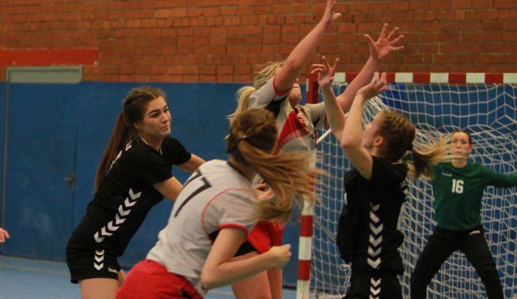 Sieviešu handbola virslīgas līderu cīņā uzvaru gūst Jēkabpils SS spēlētājas
