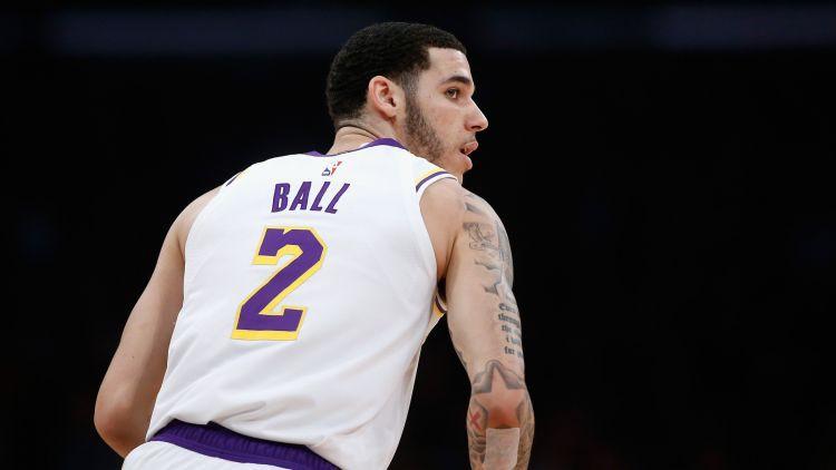 """Lonzo Bols norobežojas no tēva """"Big Baller Brand"""" un pat aizkrāso tetovējumu"""