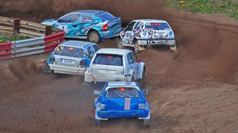 Zināmi čempionu autokrosa sastāvi, folkreisā par uzvaru cīnīsies 40 braucēju