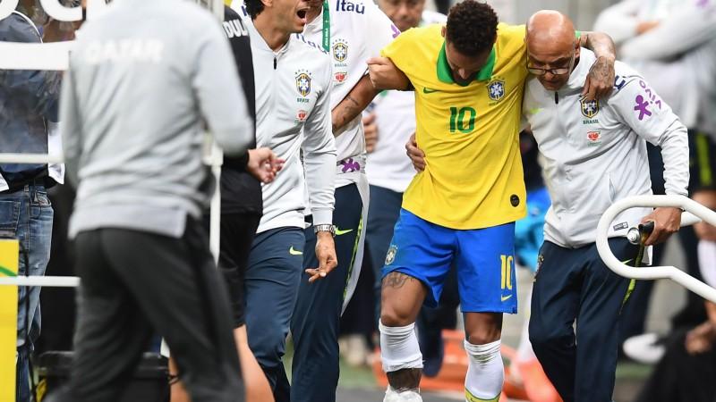 Brazīlija pieveic Kataru, taču Neimars asarām acīs ar savainojumu pamet laukumu