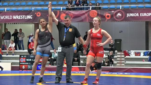 Cīkstone Mamedova iekļūst junioru EČ pusfinālā, rīt cīnīsies par bronzu