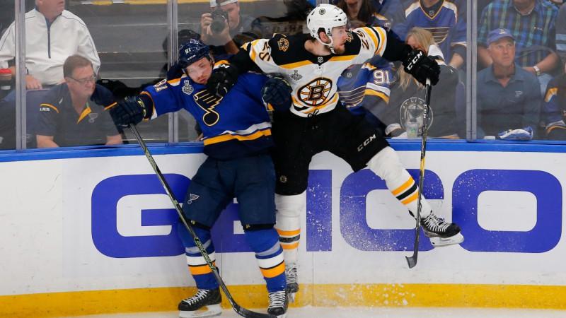 """Izsalkums un izmisums: """"Bruins"""" un """"Blues"""" cīņā par priekšpēdējo uzvaru"""