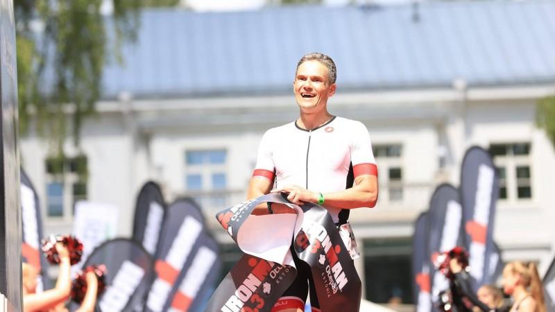 """Rinalds Sluckis pārliecinoši uzvar """"Ironman 70.3"""" triatlona sacensībās Igaunijā"""