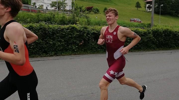 Artūrs Liepa izcīna 26. vietu Eiropas jaunatnes čempionātā triatlonā