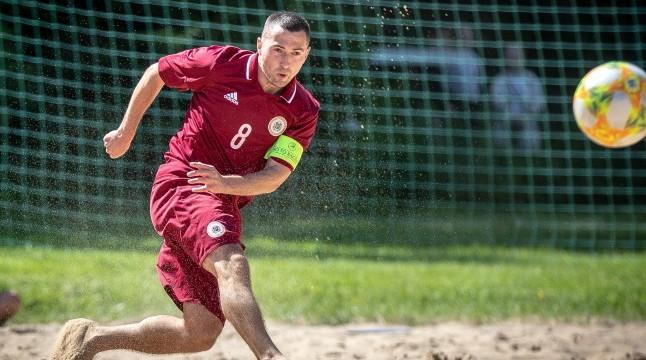 Latvijas pludmales futbola izlase PK kvalifikāciju sāk ar zaudējumu titulētajai Spānijai