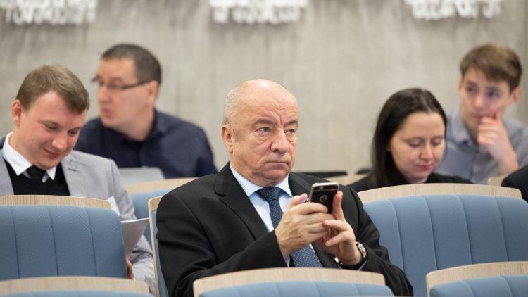 LFF valdes sēdē tika piesaukta iespēja kā ģenerālsekretāram atkal strādāt Mežeckim