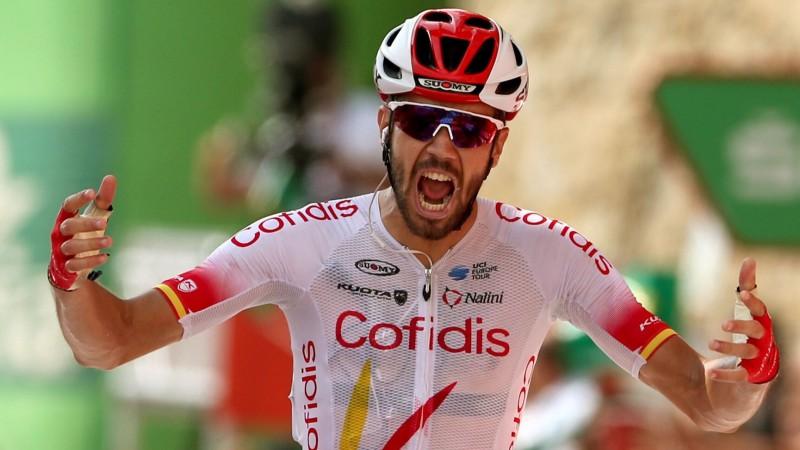 """Divi Top 6 braucēji cieš masveida kritienā un izstājas, """"Vuelta a Espana"""" līderu maiņa"""