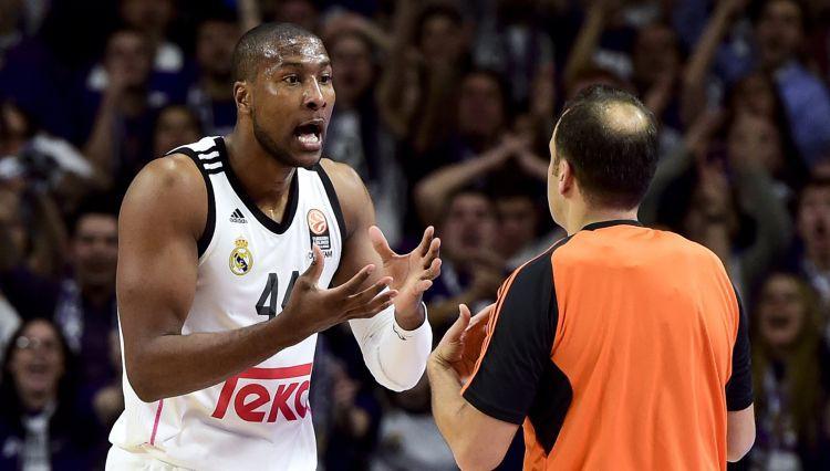 Divi bijušie ACB līgas spēlētāji tiek apsūdzēti par pasu viltošanu