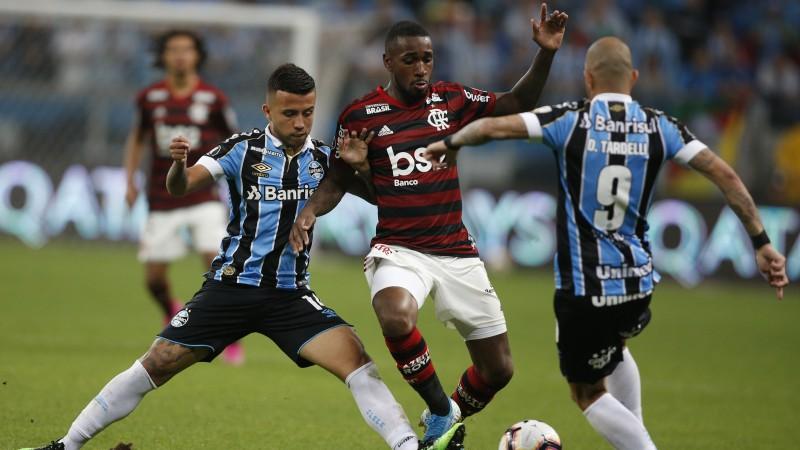 """Brazīlijas klubu duelī """"Copa Libertadores"""" pusfinālā kaujiniecisks neizšķirts"""