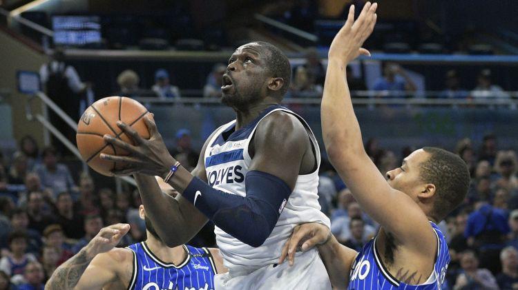 """Luols Dengs noslēdz simbolisku līgumu ar """"Bulls"""" un beidz NBA karjeru"""