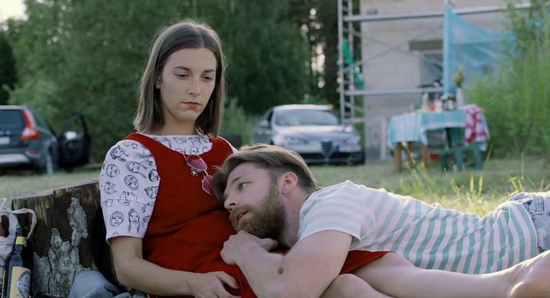 """Valsts svētku brīvdienās skaties pilnmetrāžas Latvijas filmu """"Blakus"""""""