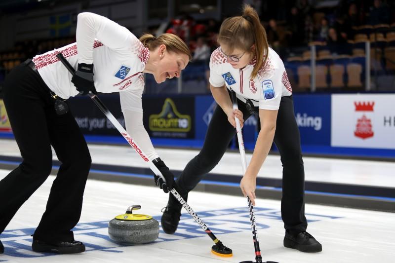 Eiropas čempionātā kērlingā pie pirmās uzvaras tiek arī sieviešu izlase