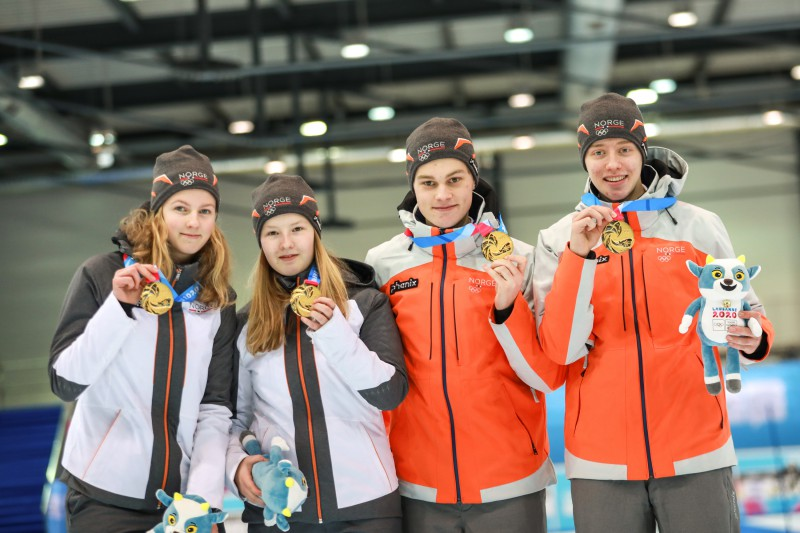 Jaunatnes olimpisko spēļu jaukto komandu turnīrā uzvar Norvēģija, mūsu kērlingisti sestdien startēs jauktajos pāros