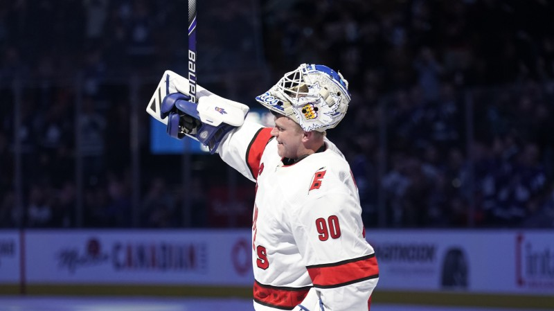 Ledus tīrāmās mašīnas vadītājs uzvar balsojumā par NHL sezonas momentu