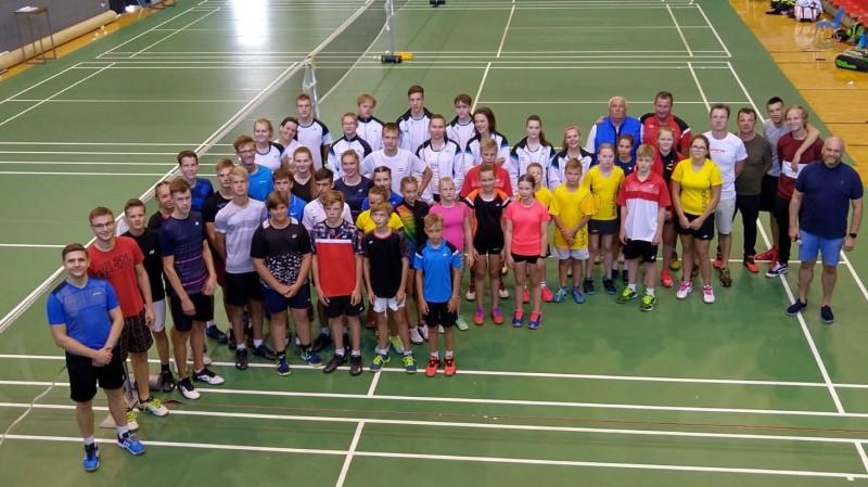 Latvijas badmintonisti mačsacīkstē pārliecinoši zaudē Igaunijai